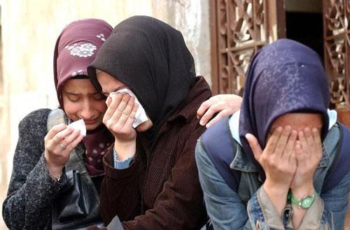 گریۀ دختران محجبه در ترکیه  بخواطر فشار برای بی حجابی