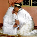 Perlis wedding: The official kiss. I slept later that night in that corner. Glad that worm didn't came after me again.