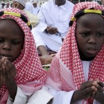 Faithful pray on the first day of the Muslim religious festival of Eid al-Adha in Kenya&#039;s coastal town of Mombasa, Kenya on December 8, 2008. (REUTERS/Joseph Okanga (KENYA)