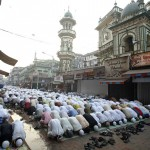 Indian Muslims pray together to mark Eid al-Adha in Mumbai, India December 9, 2008. (REUTERS/Jayanta Shaw)