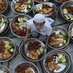 A child prepares food for Iftar (evening meal) before the breaking of fast on the first day of Ramadan at Memon Mosque in Karachi, Pakistan on September 2, 2008. (REUTERS/Athar Hussain) #
