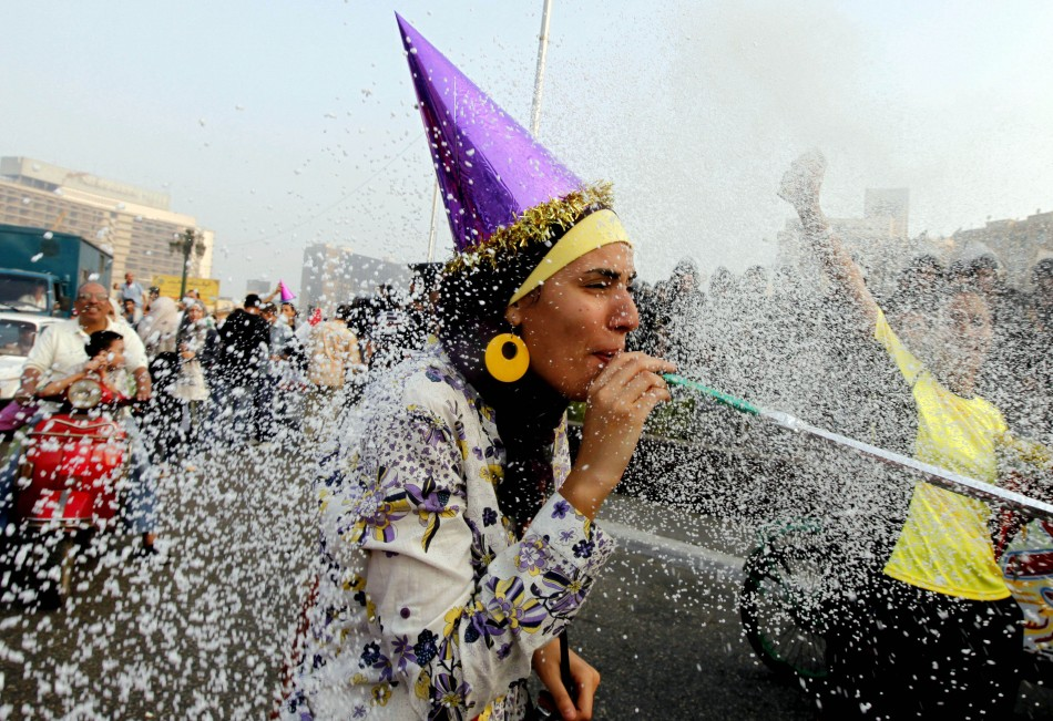 http://www.zawaj.com/wp-content/uploads/2011/09/7-tahrir-square-cairo.jpg