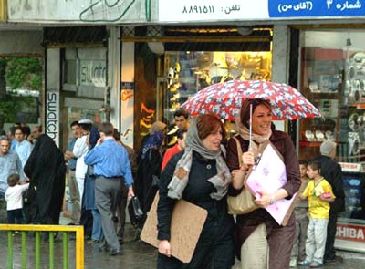 http://www.zawaj.com/askbilqis/my_images/photos/iranians_in_the_rain.jpg