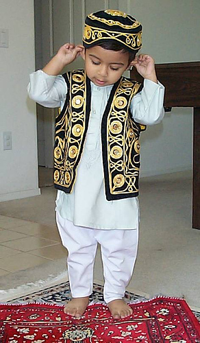 cute child praying %photo