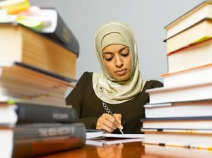 muslim woman studying 300x224 %photo