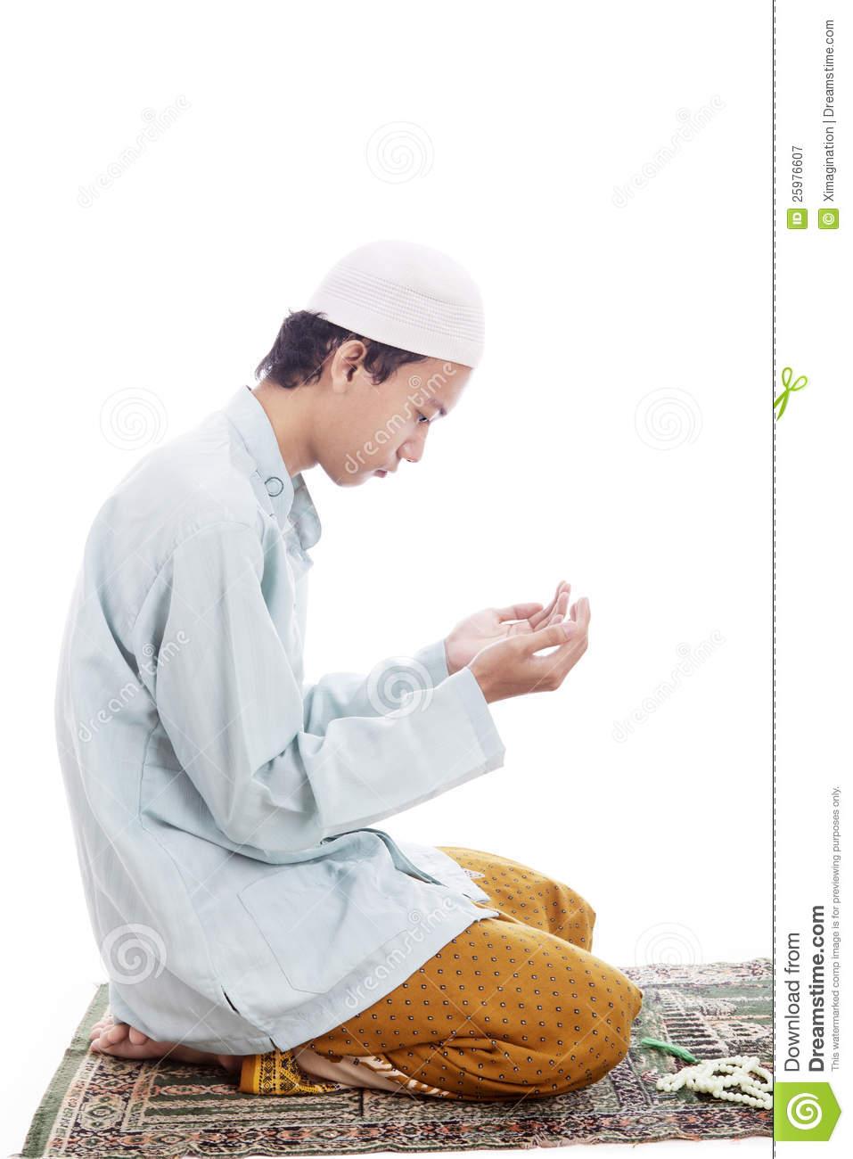 muslim-man-worshiping-mat-25976607