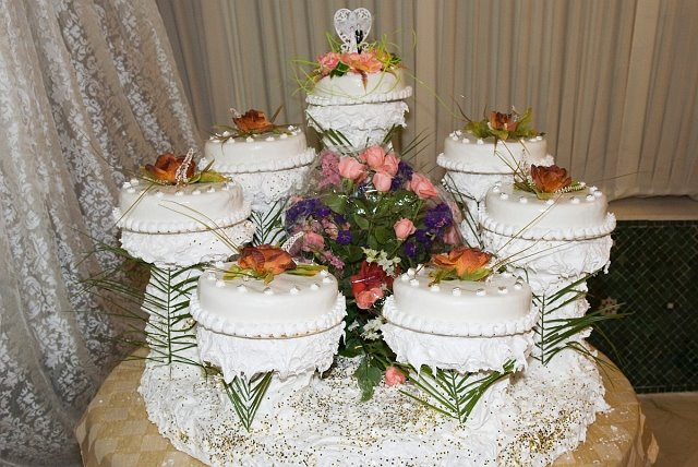 The Wedding Cake Is Actually Seven Cakes Around A Centerpiece